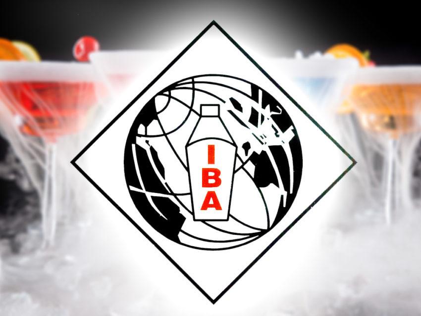 Логотип IBA на фоне коктейлей