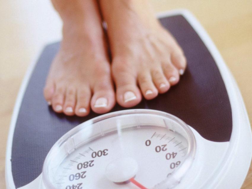 Фотография весов с ногами