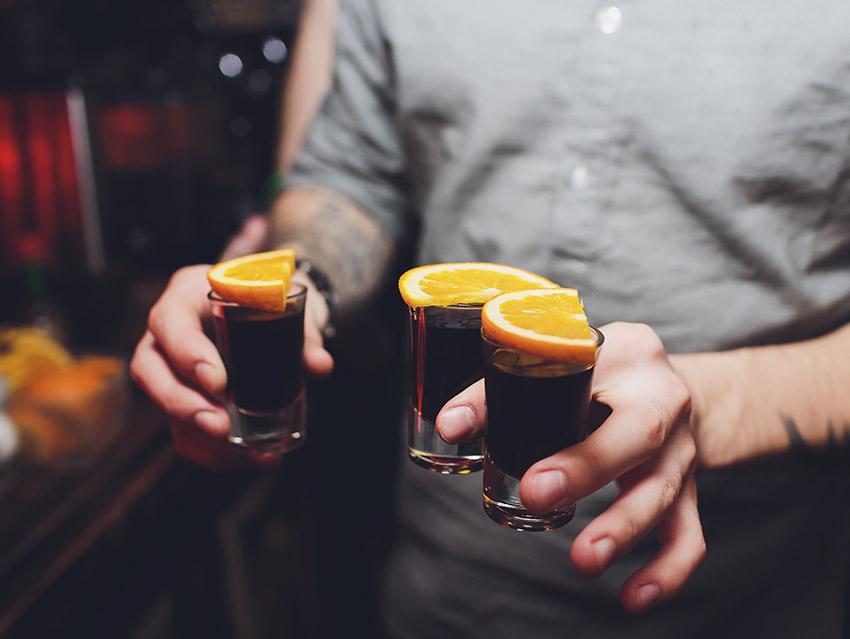 Шоты Егермейстера и дольки апельсина