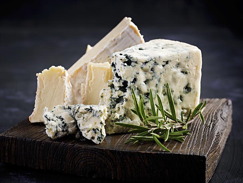 Сыр с плесенью и камамбер