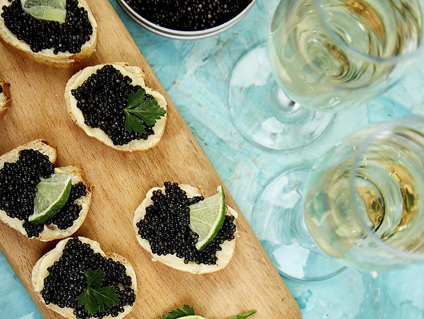 Бутерброды с чёрной икрой к шампанскому