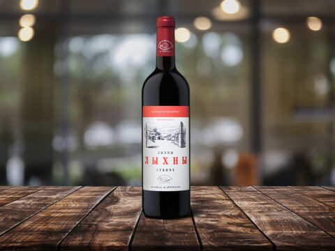 Бутылка красного абхазского вина - Лыхны