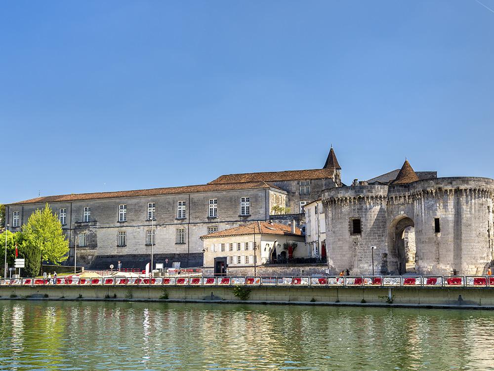 Ворота Сен-Жак в провинции Коньяк, Франция