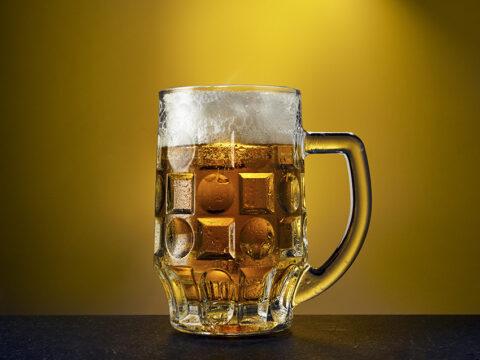 Кружка золотистого пива