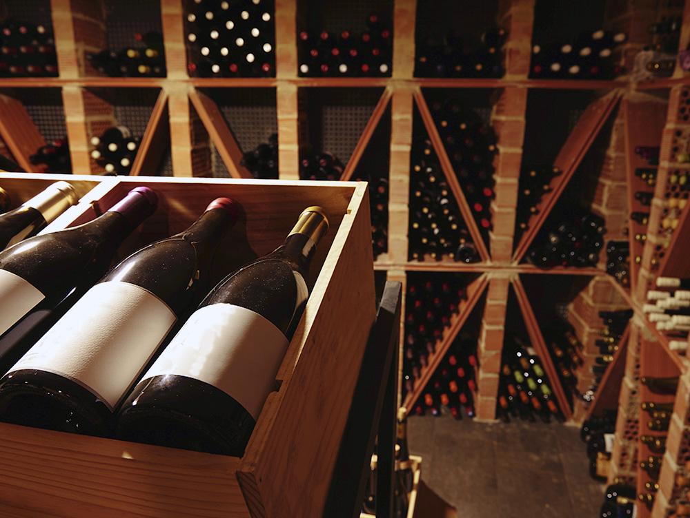 Хранение вина в бутылках в погребе