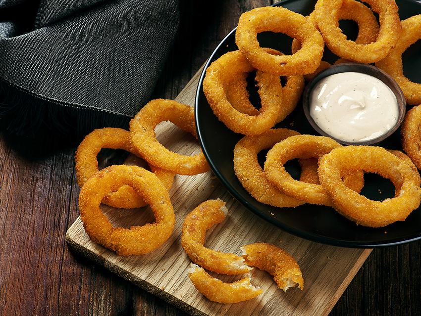 Луковые кольца с чесночным соусом