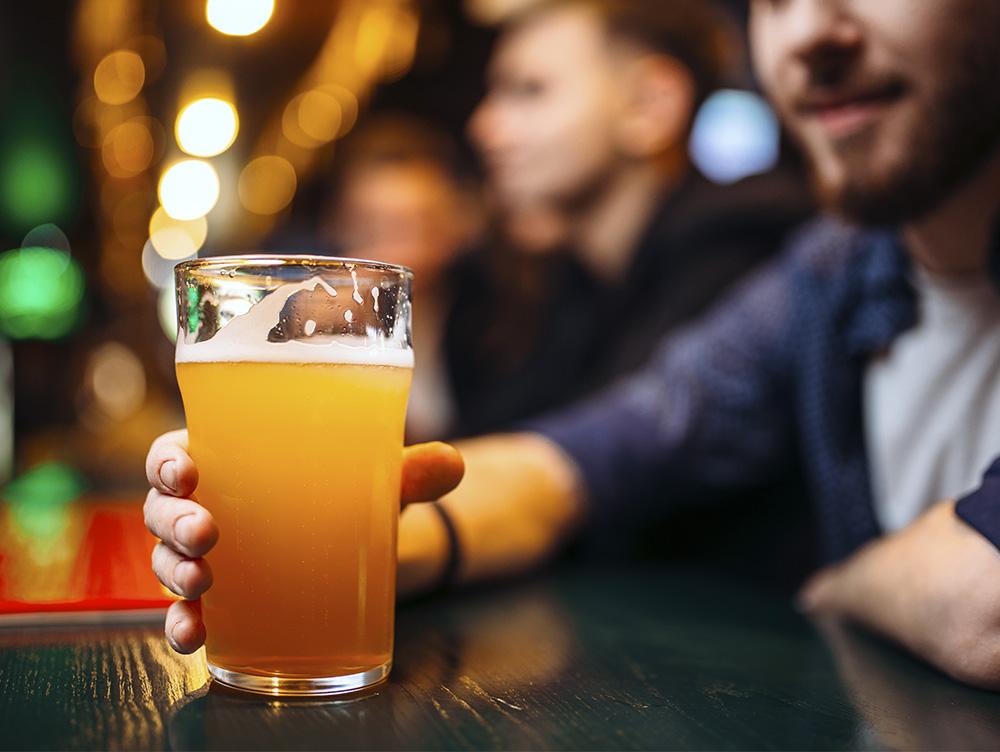 Бокал пива в баре