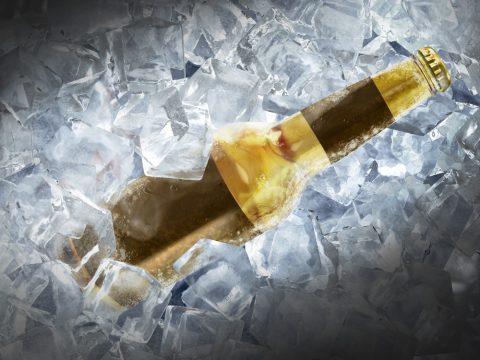 Замёрзшая бутылка пива