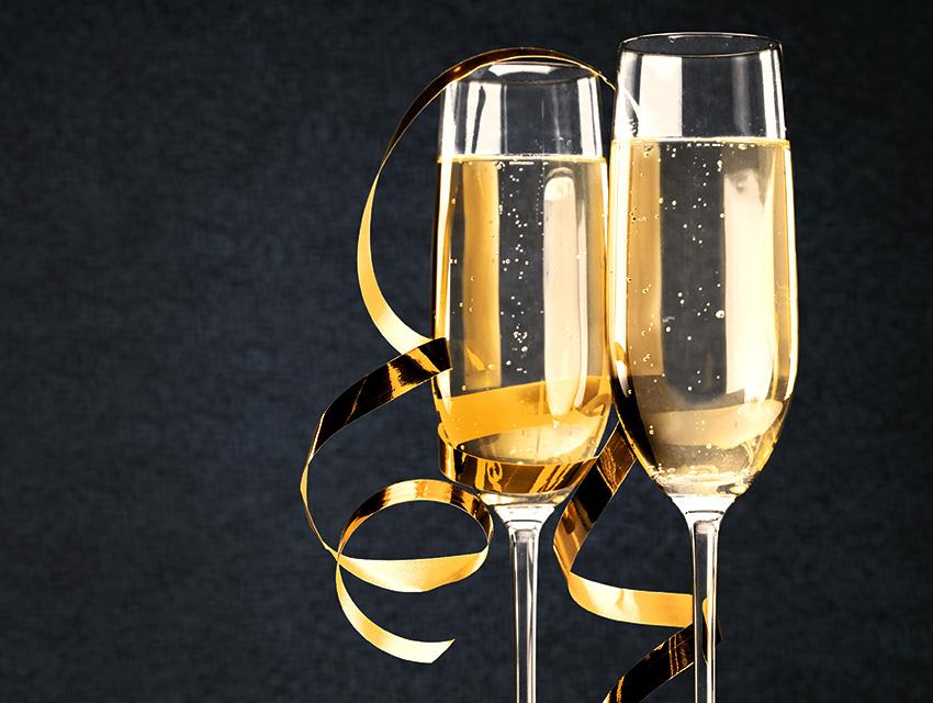 Праздничные фужеры шампанского